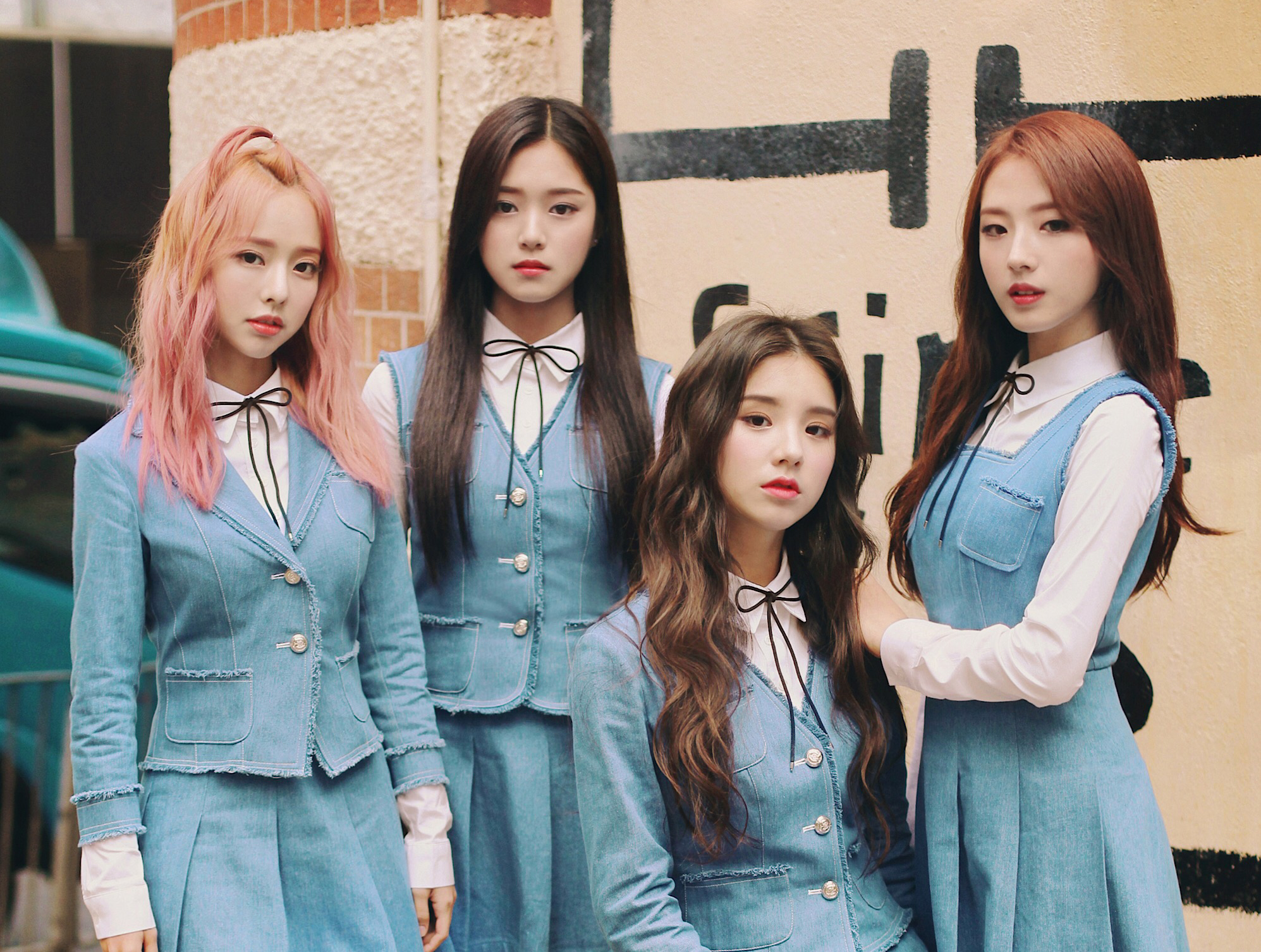 LOONA_1-3_group_debut_promotional_photo